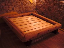 wooden-bed